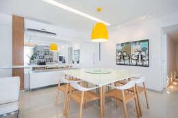 Apartamento Moderninho: Salas de jantar modernas por Fábrica Arquitetura