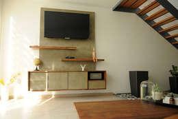 Libreo IC: Salas de estilo moderno por Mediamadera