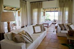غرفة المعيشة تنفيذ Renato Teles Arquitetura