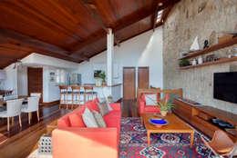 sadala gomide arquitetura: kırsal tarz tarz Oturma Odası