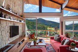 Salas / recibidores de estilo rural por sadala gomide arquitetura