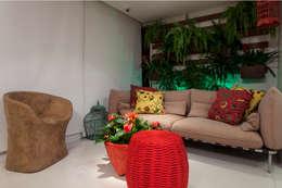 Apartamento Rio Vermelho: Terraços  por Spinola+Carvalho Arquitetura
