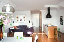 Mansarda: styl , w kategorii Salon zaprojektowany przez Tarna Design Studio