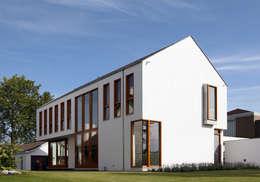 aanzicht voorzijde: moderne Huizen door ddp-architectuur