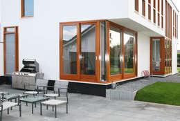patio met terrasdeuren:  Terras door ddp-architectuur