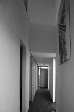 hal begane grond:  Gang en hal door ddp-architectuur