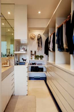 modern Dressing room by Helô Marques Associados