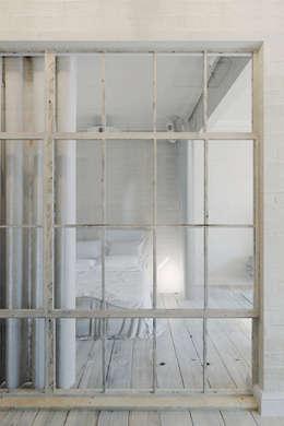 Projekty,  Sypialnia zaprojektowane przez Anton Medvedev Interiors