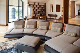 Salas de estilo moderno por tomasz czajkowski pracownia