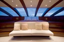 Yacht 72m: moderne Schlafzimmer von SilvestrinDesign