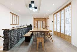 غرفة المعيشة تنفيذ 비에스디자인건축사사무소