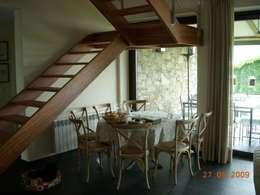 Sala da pranzo in stile in stile Classico di DE DIEGO ZUAZO ARQUITECTOS