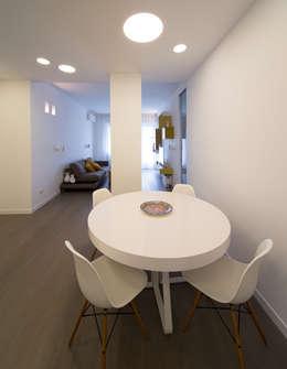 Livings de estilo minimalista por ristrutturami