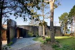 Projekty, nowoczesne Domy zaprojektowane przez The Manser Practice Architects + Designers