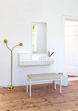 Pasillos, vestíbulos y escaleras de estilo moderno por Versat