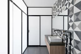 industrial Bathroom by Proyecto Cafeina