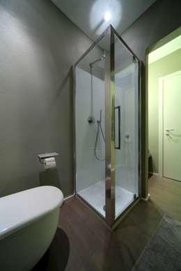 Salle de bains de style  par ristrutturami