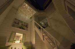 Dakterras sterrenhemel plafond verlichting met glasvezel LED: landelijk Balkon, veranda & terras door MyCosmos