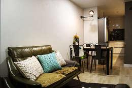 블루 포인트의 아파트 인테리어: dip chroma의  거실