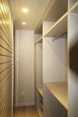 안방 가벽 뒤 스페이스월 설치: dip chroma의  침실
