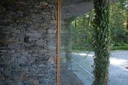 Domki w Dzikowie: styl , w kategorii Okna zaprojektowany przez M. i A. DOMICZ