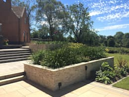 Jardin de style de style Moderne par Lush Garden Design