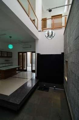 Mrs.&Mr. REKHA THANGAPPAN RESIDENCE AT JUHU BEACH, KAANATHUR, EAST COAST ROAD, CHENNAI: modern Living room by Muraliarchitects