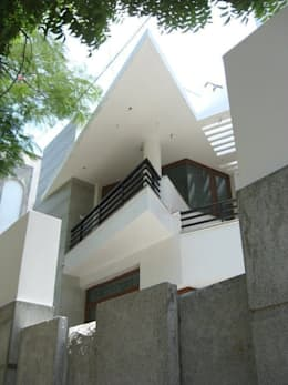 ARUNAGIRI RESIDENCE: modern Houses by Muraliarchitects