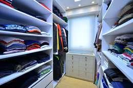 Vestidores y closets de estilo moderno por Juliana Baumhardt Arquitetura