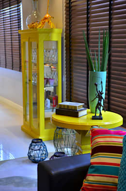 Livings de estilo moderno por Juliana Baumhardt Arquitetura