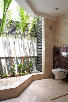 Baños de estilo  por Muraliarchitects