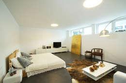 Unica Architektur AG: modern tarz Yatak Odası