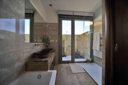 Banheiros mediterrâneos por Chiarri arquitectura