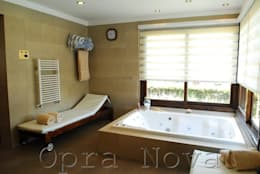 Jacuzzi - SPA: Spa de estilo moderno por Opra Nova