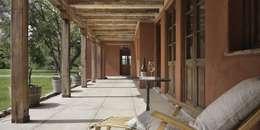 Pasillos y vestíbulos de estilo  de Bórmida & Yanzón arquitectos