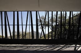 Casa BC: Garajes de estilo moderno por GLR Arquitectos