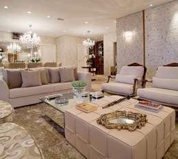 Clássico ao Luxo: Salas de estar clássicas por Mariane e Marilda Baptista - Arquitetura & Interiores
