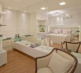 غرفة نوم تنفيذ Mariane e Marilda Baptista - Arquitetura & Interiores