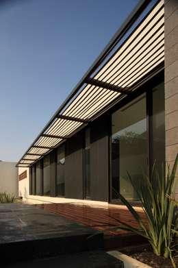Casa CG: Terrazas de estilo  por GLR Arquitectos