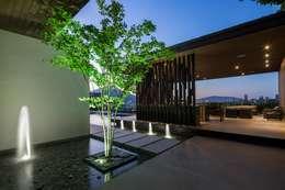 Casa MT: Jardines de estilo moderno por GLR Arquitectos