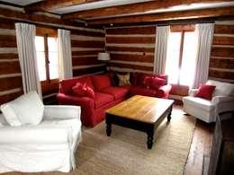 Country Farmhouse: Salon de style de style eclectique par Kathryn Osborne Design Inc.