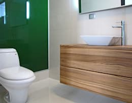 modern Bathroom by Estudio Meraki