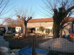 Etat des lieux de l'ensemble du corps de ferme: Maisons de style de style Rustique par POSITIV'AGENCEMENT