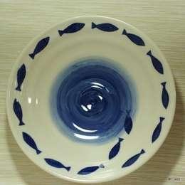 물고기가 헤엄치는 오목그릇: HANDCERA(핸드세라)의  주방