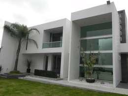 منازل تنفيذ ARKIZA ARQUITECTOS by Arq. Jacqueline Zago Hurtado