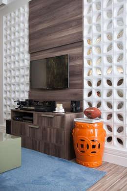 Salones de estilo  por Biarari e Rodrigues Arquitetura e Interiores