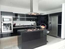 مطبخ تنفيذ ARKIZA ARQUITECTOS by Arq. Jacqueline Zago Hurtado