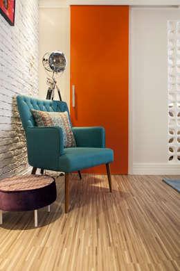 Livings de estilo moderno por Biarari e Rodrigues Arquitetura e Interiores