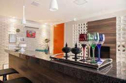 Cocinas de estilo moderno por Biarari e Rodrigues Arquitetura e Interiores