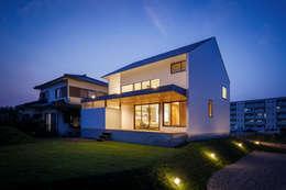 scandinavische Huizen door 一級建築士事務所haus